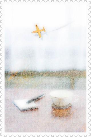 静かな昼時の机の風景